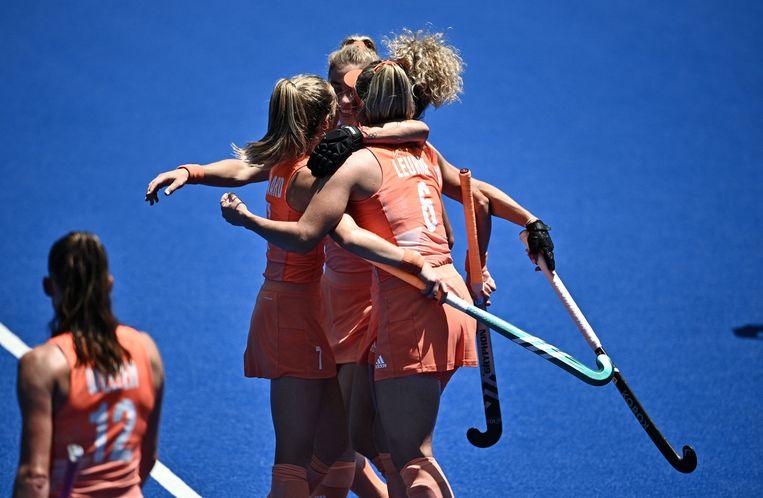 Blijdschap bij het Nederlandse hockeyteam na de zege op Groot-Brittannië. Beeld AFP