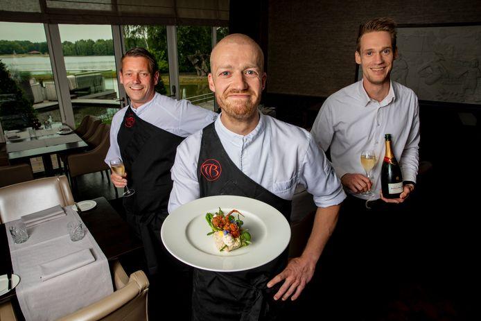 Vlnr Heine Ruitenbeek chef-kok, Ricardo Rozema sous-chef, Dirk Jan Driever F&B supervisor.