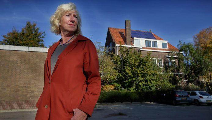 Annemarie Strijbosch heeft nu weer een huis zonder zonnepanelen:¿ze baalt.