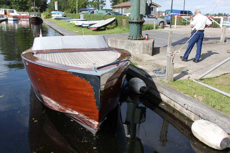 De gehavende speedboot, die later door de politie werd ontdekt. Beeld null
