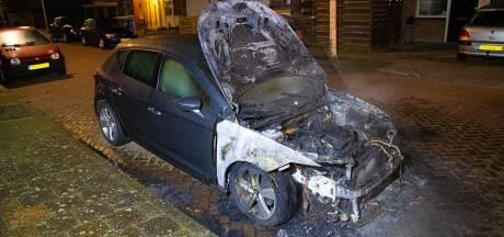 En weer brandt een auto uit in Zwolle, brandstichting uitgesloten