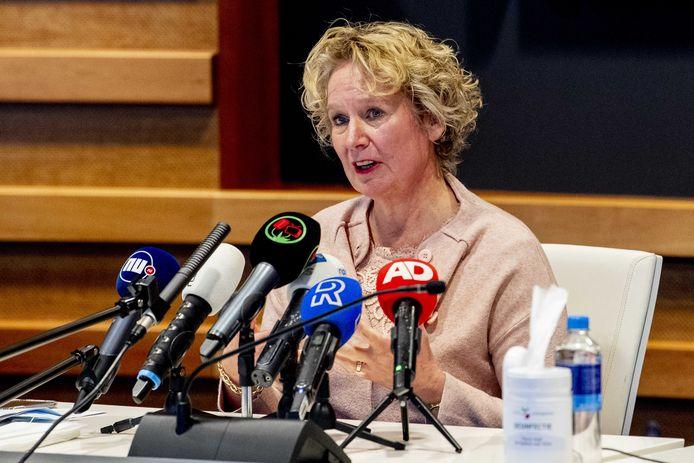 Saskia Baas, directeur van de GGD Rotterdam-Rijnmond, eerder tijdens de persconferentie over het massale testen in Lansingerland.