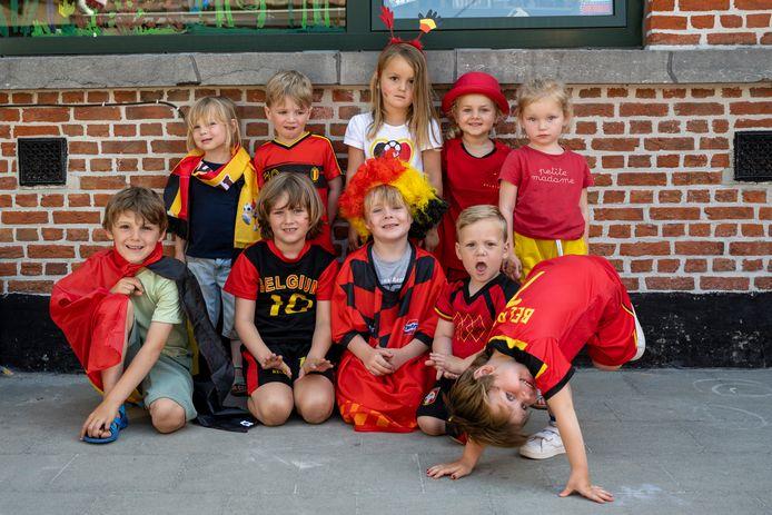 Ook de kleuters van Vlassenbroek zijn klaar voor de wedstrijd van de Rode Duivels.