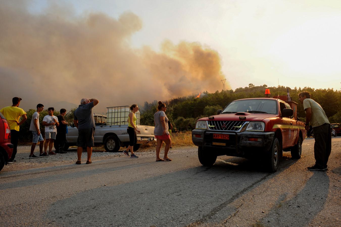 Beeld van de bosbrand op Rhodos.