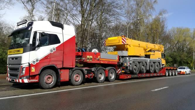 """Vrachtwagen vervoert mobiele kraan: """"Tal van inbreuken vastgesteld"""""""