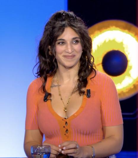 Camélia Jordana, invitée dans ONPC