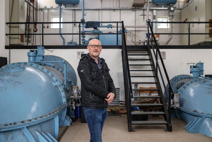 Martijn Heuvelmans van het Waterschap Vechtstromen kent het J. Banisgemaal al sinds zijn vroegste jeugd en mag er nu regelmatig zelf aan het werk.