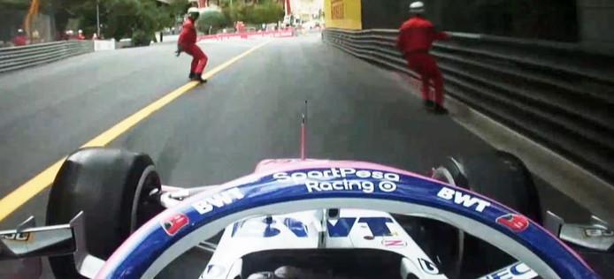 Sergio Perez rijdt bijna twee marshalls aan