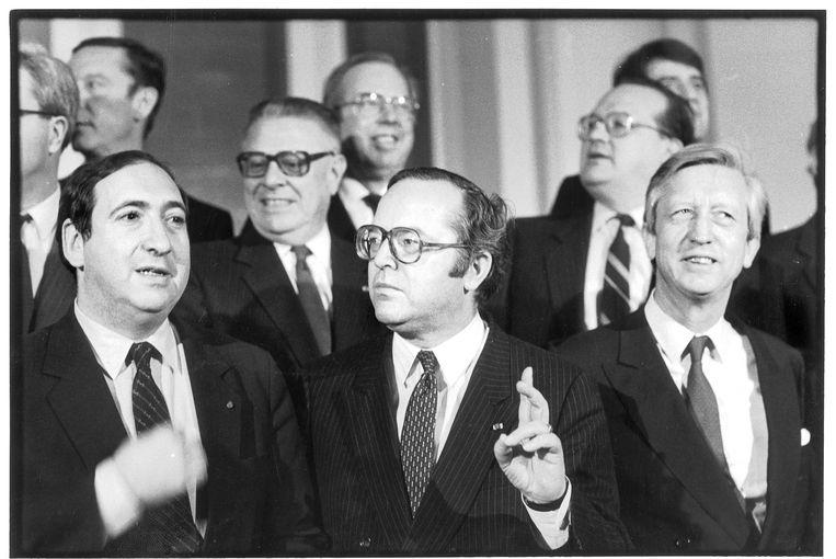 Regering Martens-VI, 1985. Op de voorgrond, vlnr: justitieminister Jean Gol, premier Wilfried Martens en minister van Binnenlandse Zaken Charles-Ferdinand Nothomb.  Beeld Patrick De Spiegelaere
