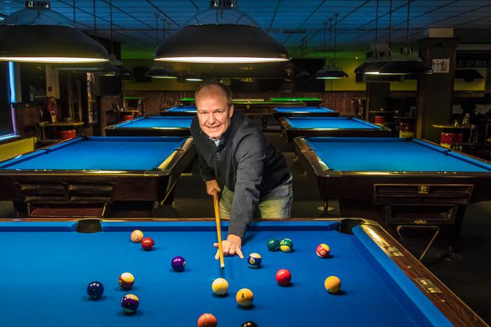 """Eigenaar Richard Volmbroek van het Snooker & Poolcentrum: """"We hebben een vervelende periode achter de rug. Maar de gasten hebben dat nooit aan mij gemerkt."""""""