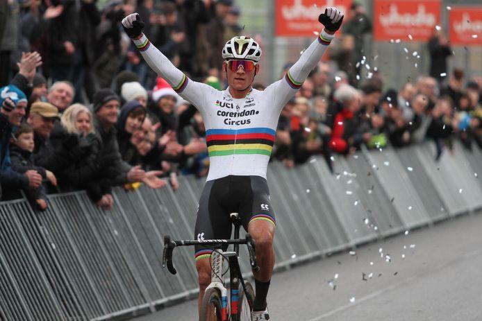 Mathieu van der Poel wint op het Circuit van Zolder.