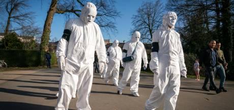 Kat-en-muis-theater rond 'coronamars' geeft vier minuten ophef in Sonsbeek