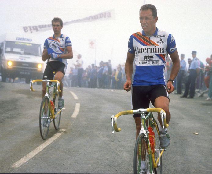 Mathieu Hermans (r) tijdens de Tour van 1989 waarin hij een etappe won en uiteindelijk ook laatste werd. Links René Beuker.