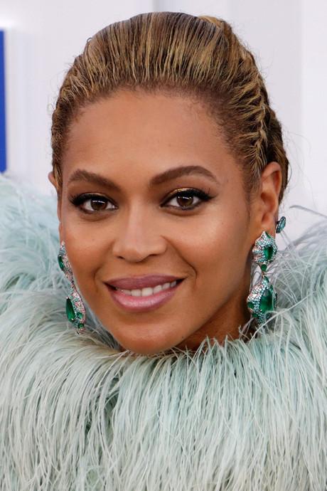'Beyoncé succesvol omdat ze minder donker is'