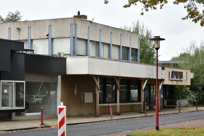 Een schandvlek, zo wordt het oude Rabobankpand in Vriezenveen genoemd. En nu is er opnieuw gesteggel.