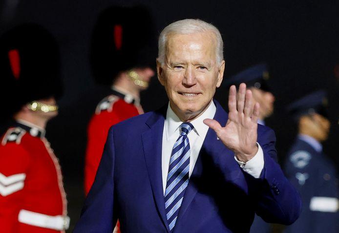 Joe Biden bij zijn aankomst in het Engelse Cornwall, de eerste halte van zijn 'maiden trip' als Amerikaans president.