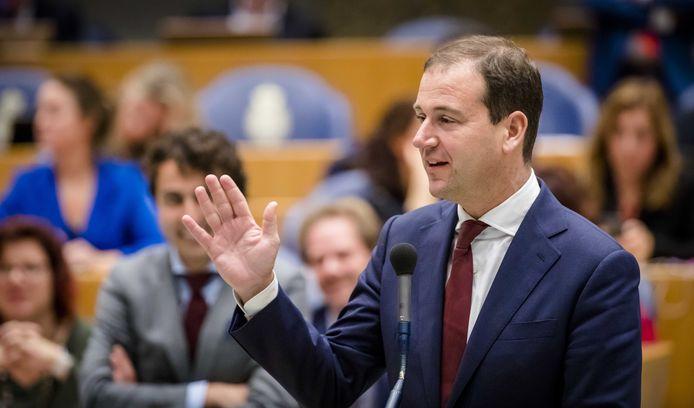 Lodewijk Asscher (PvdA) in debat met premier Mark Rutte over de wijkverpleging.
