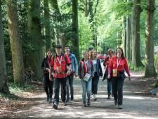 Reuma Walk in Putten brengt 10 mille op: 'we zijn fan van de Veluwe'