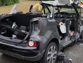 Auto vliegt uit bocht op oprit E19, bestuurster en baby buiten levensgevaar