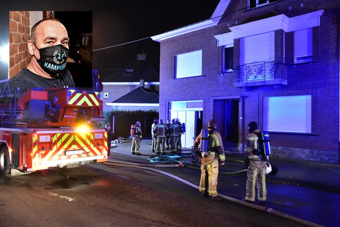 De brandweer aan de woning in de Neerbeekstraat in Bissegem. Inzet: bewoner Walter Dewildeman.