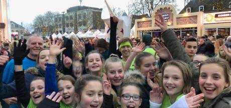 Heerder school brengt hardlopend 3000 euro naar Glazen Huis