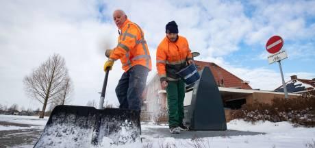 Dronten kan huisvuil niet ophalen; vuilnismannen moeten strooien en sneeuwruimen
