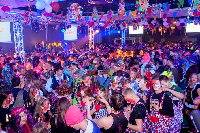 Dit beeld zien we komend carnavalsweekend in ieder geval niet. In Klarenbeek organiseert carnavalsvereniging De Neutenkrakers een online variant.