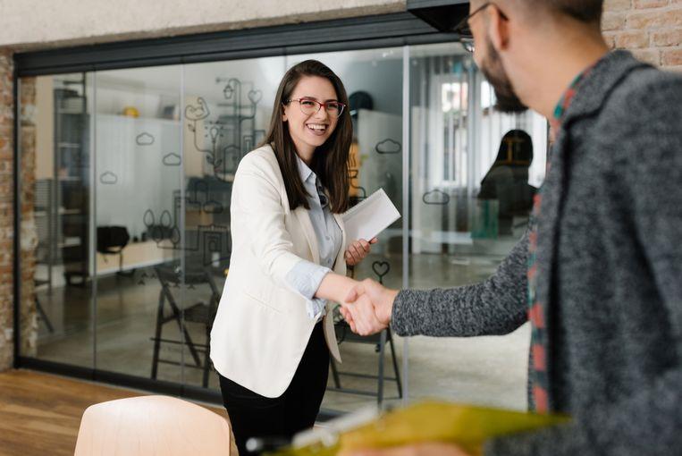 Geen evidente combinatie: een recruiter moet zowel commercieel zijn als empathisch en mensgericht. Beeld Shutterstock