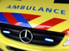 Gewonde man scheldt agenten stijf: 'Rustig gemaakt door een roesje in de ambulance'