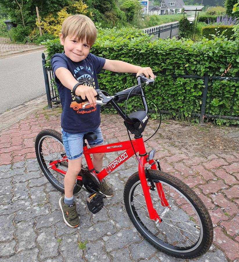 Noah was 's middags nog zo blij met zijn nieuwe fiets.