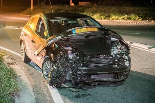 De auto waar de vrouw bijna een halfuur ondersteboven in heeft gezeten.