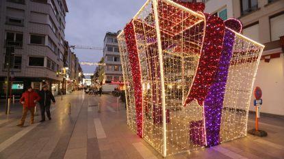 13 kilometer slingers, 550 ledlijnen en 62 kerststerren...: Blankenbergse kerstversiering compleet