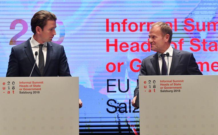 De Oostenrijkse kanselier Sebastian Kurz en de Europese Raadsvoorzitter Donald Tusk tijdens de top in Salzburg. Beeld AP