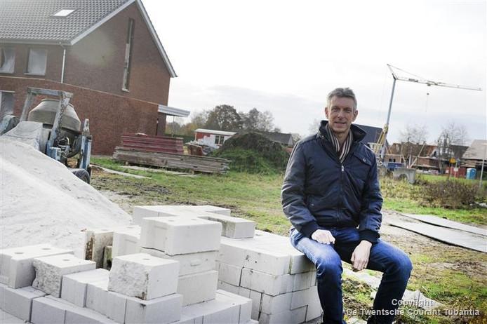 Wim Weerink hamert op bouwen voor jongeren, bijvoorbeeld zogeheten containerwoningen. Als de huurprijs maar onder de 500 euro is zodat de jongeren kunnen sparen voor een koopwoning.