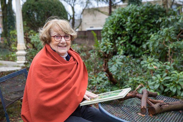 Marie Thérèse van de Put-Fassaert uit Aalst wordt deze maand 90 jaar en is de enige Brabantse botanisch tekenaar.