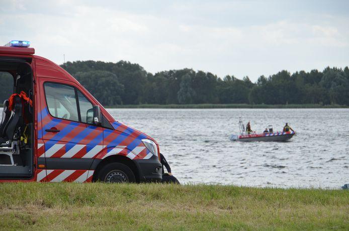 Omstanders alarmeerden meteen de hulpdiensten, die met behulp van honden, drones en reddingsboten naar de onfortuinlijke duikster op zoek gingen.