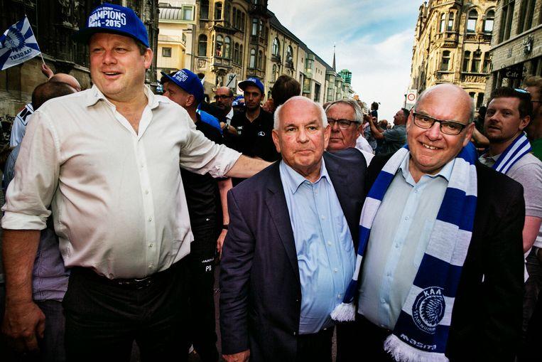 Trainer Hein Vanhaezebrouck, voorzitter Ivan De Witte en burgemeester Daniël Termont in 2015 bij de kampioenenviering. Beeld Tim Dirven