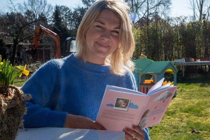Ann De Rocker schreef 'De Roze Prikballon', een dagboek over haar jarenlange IVF behandeling om zwanger te worden.
