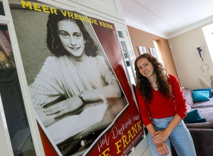 Birgit Bolte speelt Anne Frank.