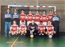 Het kampioensteam van Schoenenreus uit 1994, met Peter Kuijpers (tweede van links, boven) en Hanky Leatemia (tweede van rechts, onder).