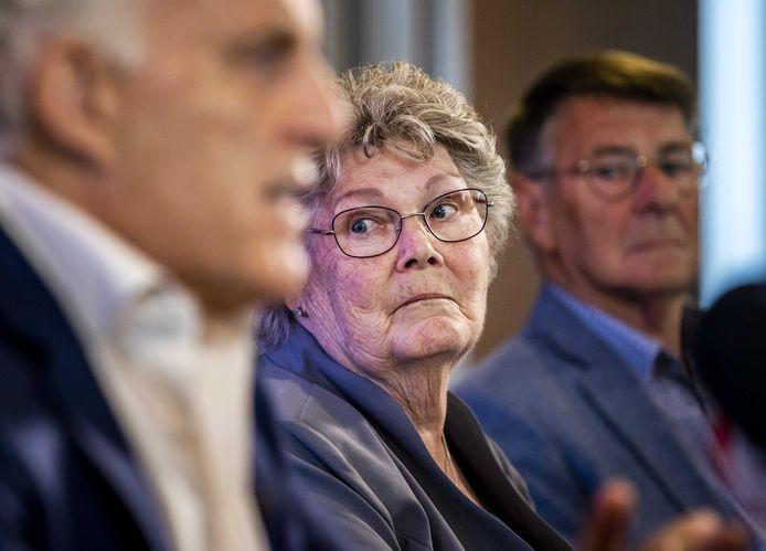 Misdaadverslaggever Peter R. de Vries staat in aanwezigheid van Corrie en Adrie Groen de pers te woord over een aantal nieuwe initiatieven in de zoektocht naar de sinds 1993 vermiste Maastrichtse studente Tanja Groen.