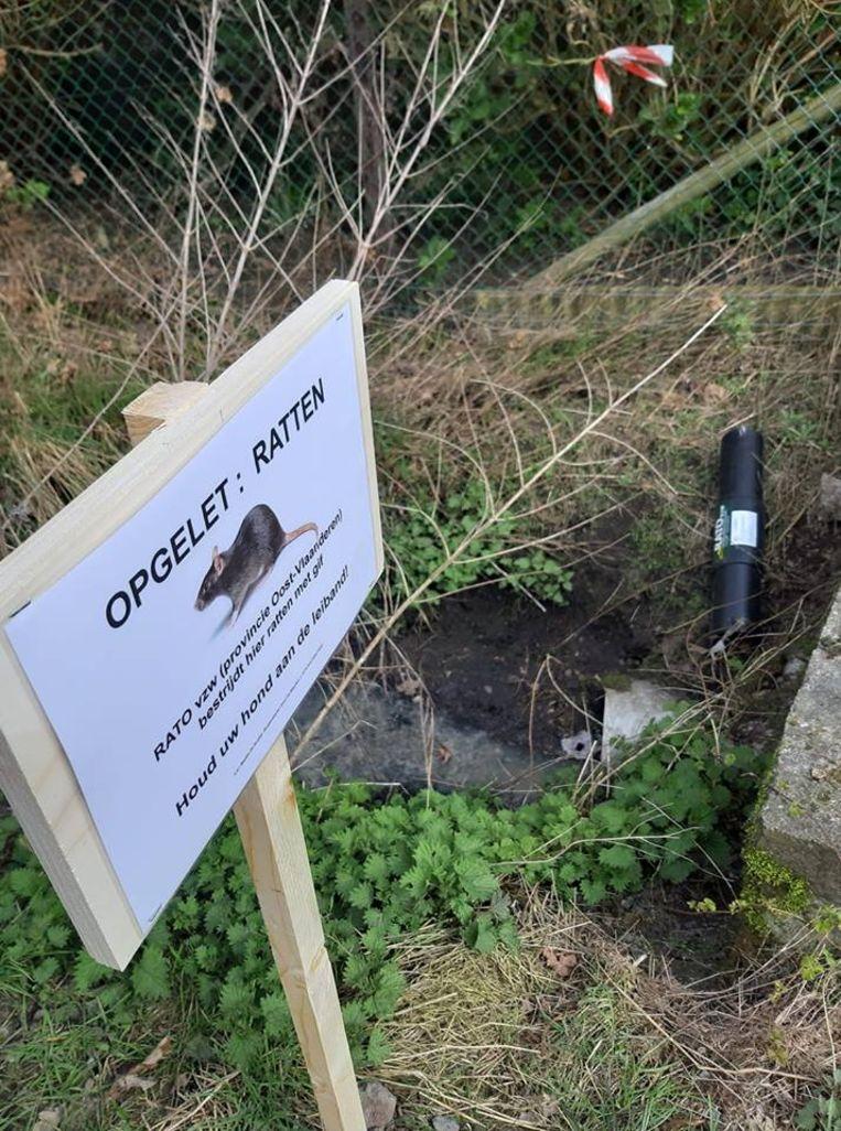 Er werden intussen waarschuwingsborden geplaatst om honden aan de leiband te houden.