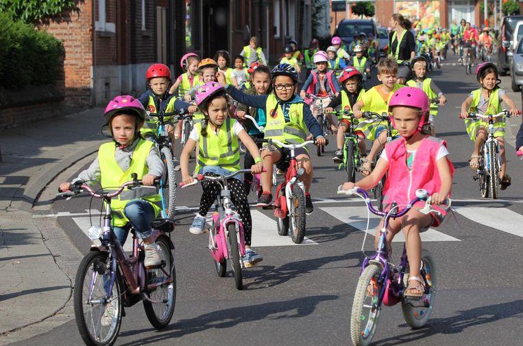 Opzij, opzij, opzij: de schattigste fietsbrigade komt eraan!