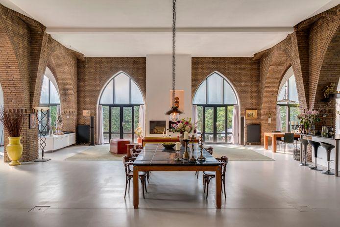 Wonen in de voormalige Sint-Theresiakerk: 445 vierkante meter voor bijna een miljoen euro.