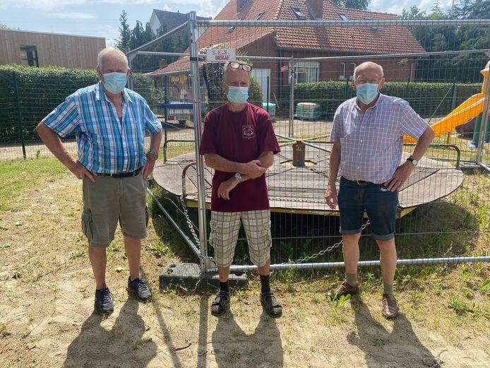 Leo Helsen, Victor Vertessen en Roger Vlummens, vrijwilligers van de VZW.