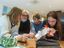 Solarauto's bouwen op het Strabrecht College in Geldrop