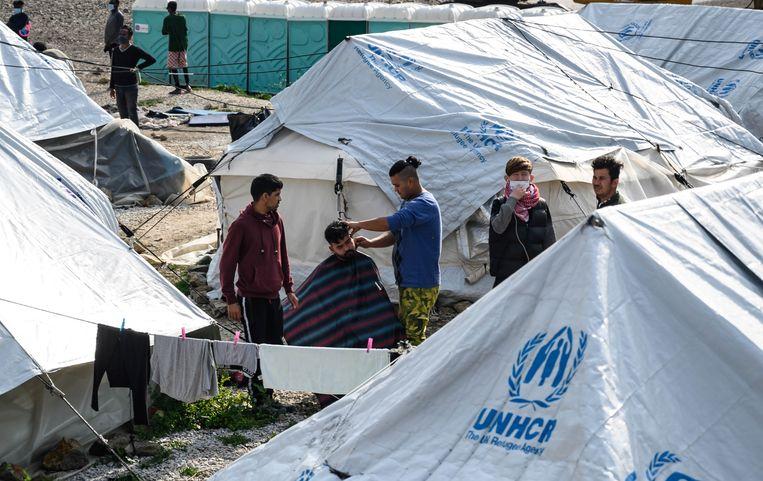 Migranten op Lesbos, Griekenland.  Beeld EPA