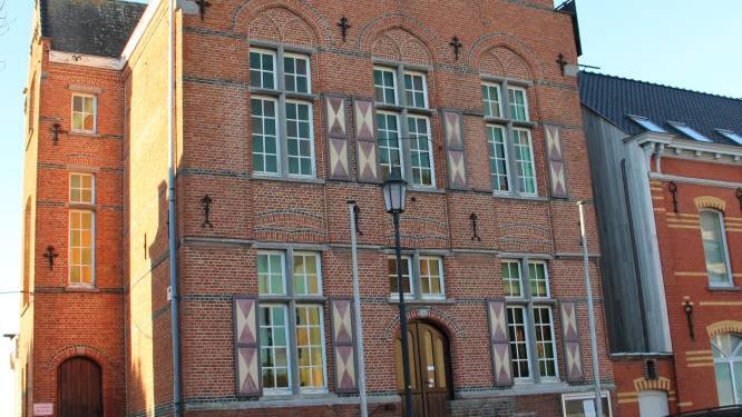 """Groen pleit voor openbare toiletten in Horebeke: """"Mee te nemen bij de herinrichting van het gemeentehuis of de kerk"""""""