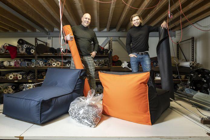 Het bedrijf Sacksea in Almelo heeft vorige week zijn eerste designzitzak geleverd. Die bestaat voor 100 procent uit gerecyclede materialen.