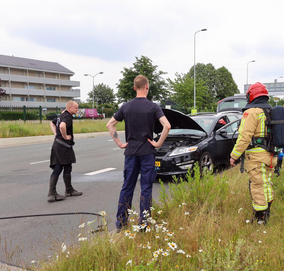 Een auto in Veldhoven vloog spontaan in brand.
